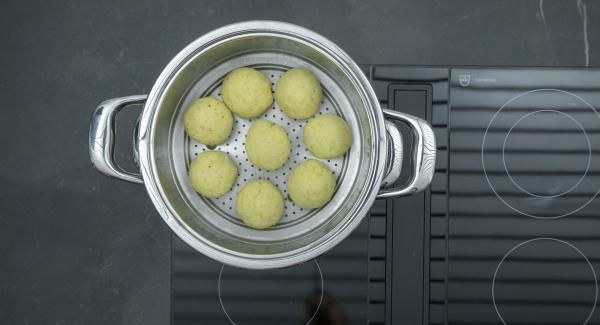 """Impostare il fornello al massimo, riscaldare l'unità di cottura fino alla finestra """"verdura"""", quindi abbassare il livello e con Audiotherm completare la cottura per 20 minuti."""