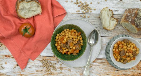 Trascorso il tempo di cottura impostato, attendere l'apertura di Secuquick. Prima di servire, aggiustare la zuppa di sale e pepe.