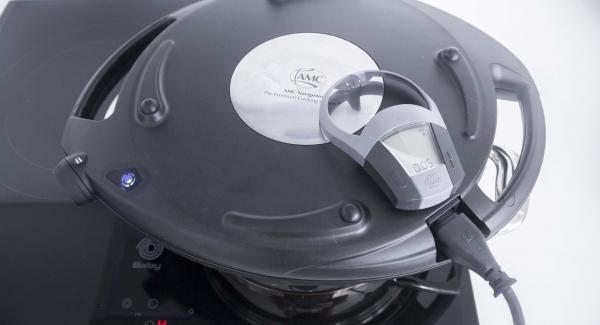 Al suono di Audiotherm, spegnere il fuoco e impostare Navigenio a livello II. Gratinare dopo aver impostato un tempo di 5 minuti su Audiotherm.