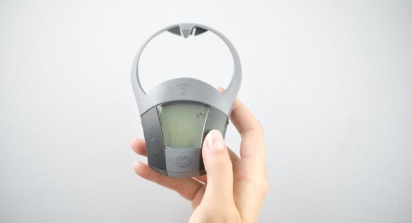 """Accendere Audiotherm, applicarlo su Visiotherm e riscaldare a fuoco massimo fino alla prima finestra """"soft"""", cuocere a fuoco basso per 7 minuti."""