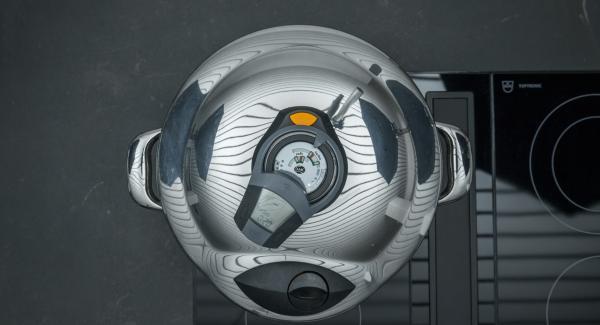 Al suono di Audiotherm, abbassare il livello e proseguire la cottura.