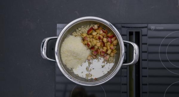 Al suono di Audiotherm, posizionare l'unità nel suo coperchio capovolto e attendere l'apertura di Secuquick. Amalgamare il latte, il formaggio grattugiato e i dadini di pesca, quindi aggiustare di sale e pepe.
