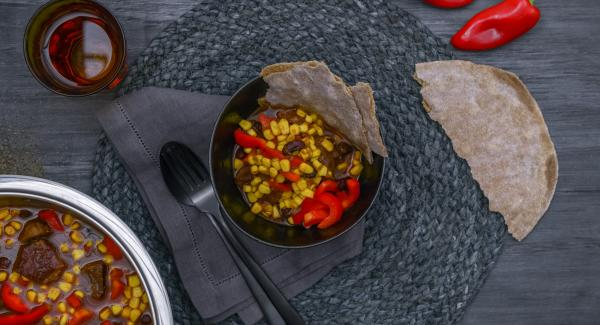 Aggiustare lo spezzatino di sale e pepe e servirlo.