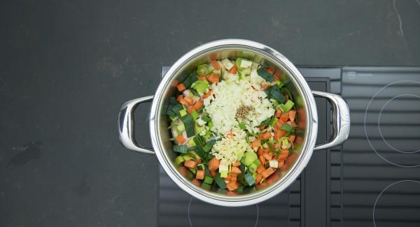 Metterli nell'unità di cottura con i restanti ingredienti e chiudere con Secuquick.