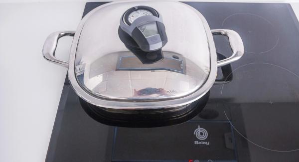 """Posizionare Arondo sul fornello ad alta temperatura. Accendere Audiotherm, applicarlo su Visiotherm e girare finchè compare il simbolo """"carne""""."""