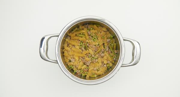 Aprire Secuquick e aggiungere gli asparagi rimasti, il parmigiano, l'olio evo e condire a piacere.