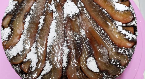 Attendere che la torta si raffreddi e cospargerla di zucchero a velo. Buon appetito!!!