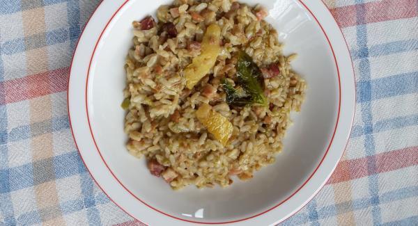A fine cottura attendete l'apertura del secuquick e servite il risotto.