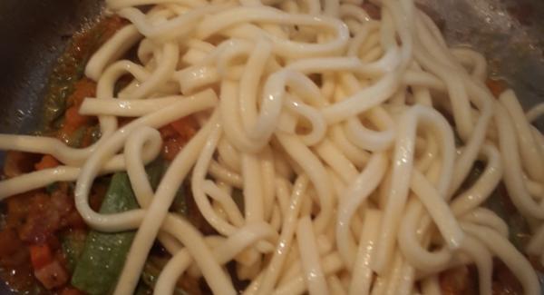Nell'unità di 20 cm da 4,5 litri cuocere gli scialatielli in abbondante acqua. Scolare la pasta e unire  tutto insieme per mantecare con olio ,formaggio e pepe .