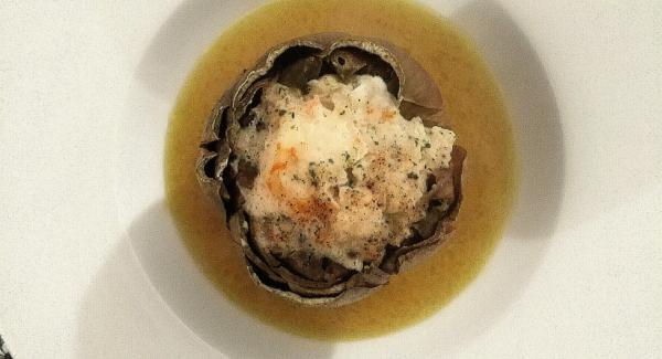 Ho impiattato in un piatto fondo con la salsina che si è creata durante la cottura.