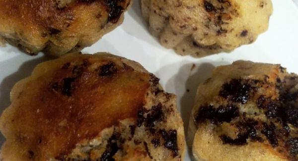 Una volta pronti lasciar raffreddare ed estrarre i muffin dai pirottini.