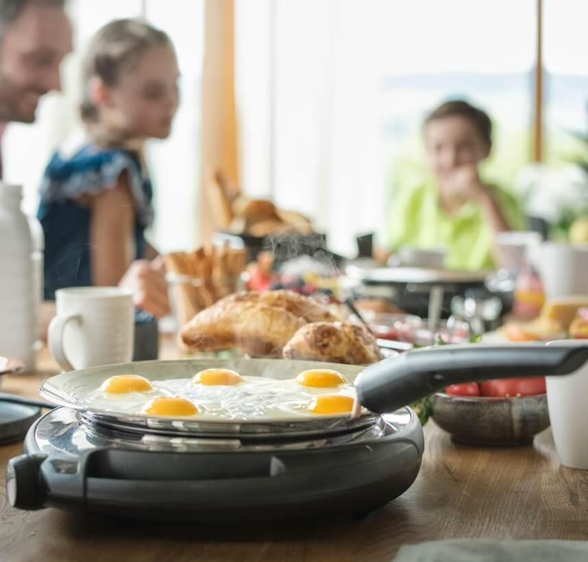Offenes Braten Brunch Pfannkuchen Eier Familie Freunde AMC 006 high